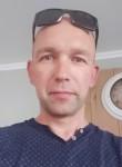 Junior , 40  , Tienen