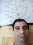 Miro, 30, Kavarna