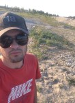 Ismail, 22  , Avtury
