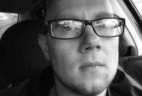 Viktor, 33 - Just Me
