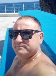Andriano, 47, Funchal