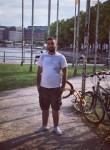 Denis, 21  , Hamburg