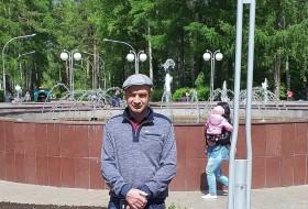 Leonid , 42 - Just Me