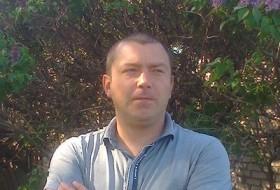 Dmitriy, 42 - Just Me