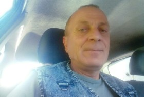 Viktor, 52 - Just Me