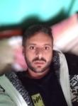 Luis, 33  , Santa Cecilia
