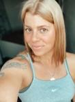 Roselle, 31, Las Vegas