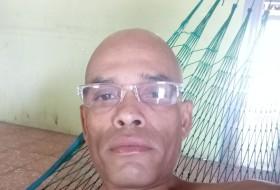 Mauricio, 18 - Just Me