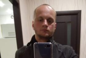 Denis, 29 - Just Me