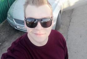 Ilya, 23 - Just Me