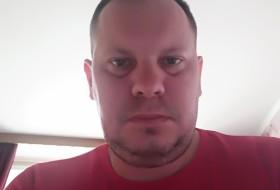 Aleks, 39 - Just Me