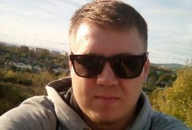 Mikhail, 27 - Just Me