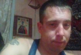 Yurik, 37 - Just Me