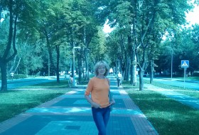 Anna, 61 - Just Me