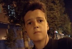Ilya, 18 - Just Me