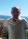 Romain, 49  , Charenton-le-Pont