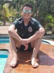 Héctor , 21  , Huejutla de Reyes