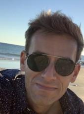 Romain, 35, France, Lille