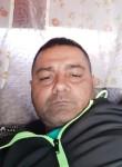 Cristian , 42  , Marseille