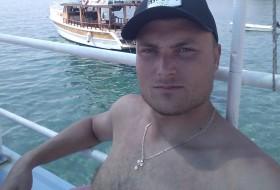 Denis, 30 - Just Me