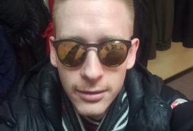 Alex, 25 - Just Me