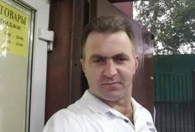 Aram, 41 - Just Me
