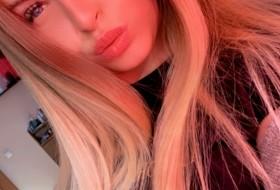 Valentina, 21 - Just Me