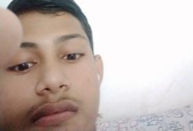 Nur Hassan, 18 - Just Me