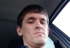 Artur , 31 - Just Me