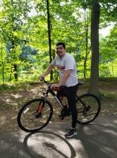 Jr, 33, United States of America, The Bronx