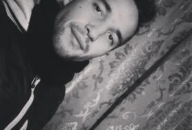 Erik, 22 - Just Me