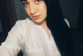 Kristina , 22 - Just Me