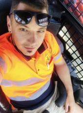 Alex, 30, Australia, Endeavour Hills