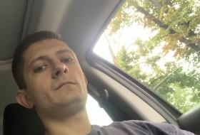 Oleg, 25 - Just Me