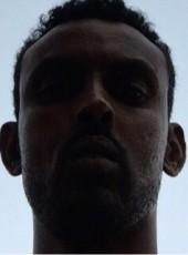 cabdgamunow, 37, Somalia, Mogadishu