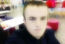 Akbari, 27 - Just Me
