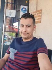 Sanfara, 35, France, Moulins