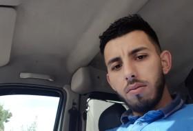 Riad, 29 - Just Me