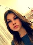 Lilja , 18  , Moers
