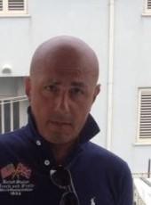 Vincenzo, 49, Repubblica Italiana, Napoli