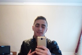 Artyem, 24 - Just Me