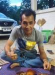 Tan, 37, Chiang Mai