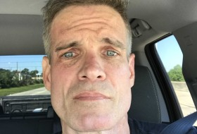 Thomas, 46 - Just Me