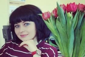 Yana, 38 - Just Me