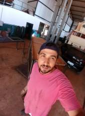Henrique, 28, Brazil, Jatai