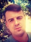 Artur , 24  , Kiev