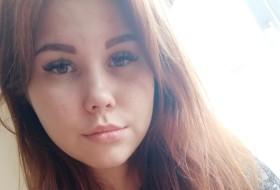 Yana, 23 - Just Me