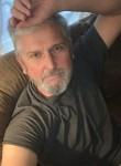 Anton, 58, London