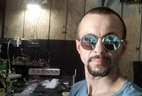 Vitya, 31 - Just Me