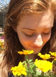 Elena, 21, Eau Claire